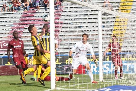 Il gol di Lanzaro nel match d'andata.