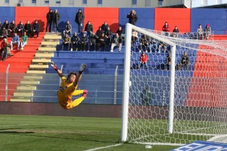 Il gol di Giannone dopo 2 minuti, imparabile per Di Gennaro.