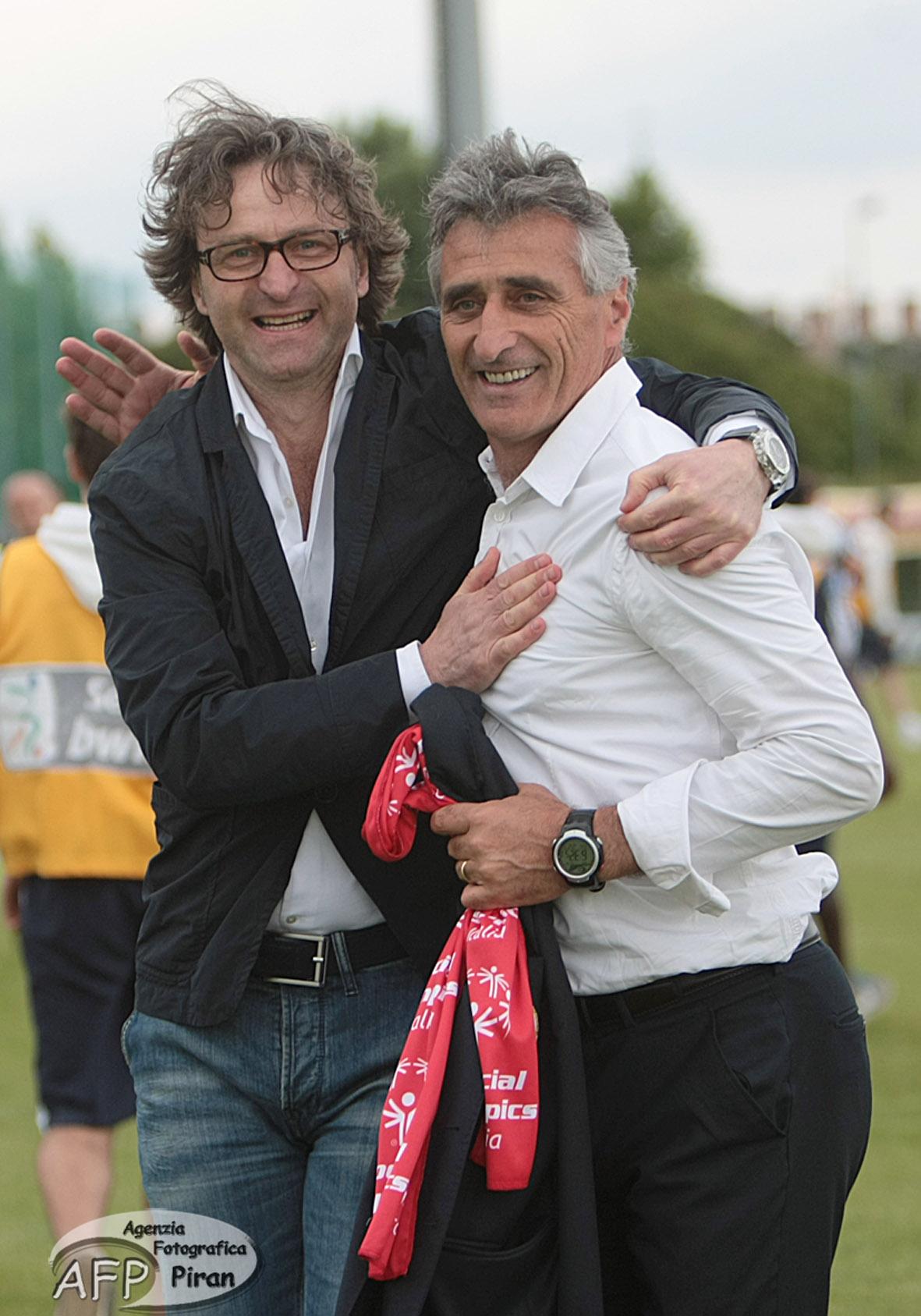 Claudio Foscarini abbracciato dal Direttore Generale Stafano Marchetti. Prosegue ancora una volta insieme la loro strada.