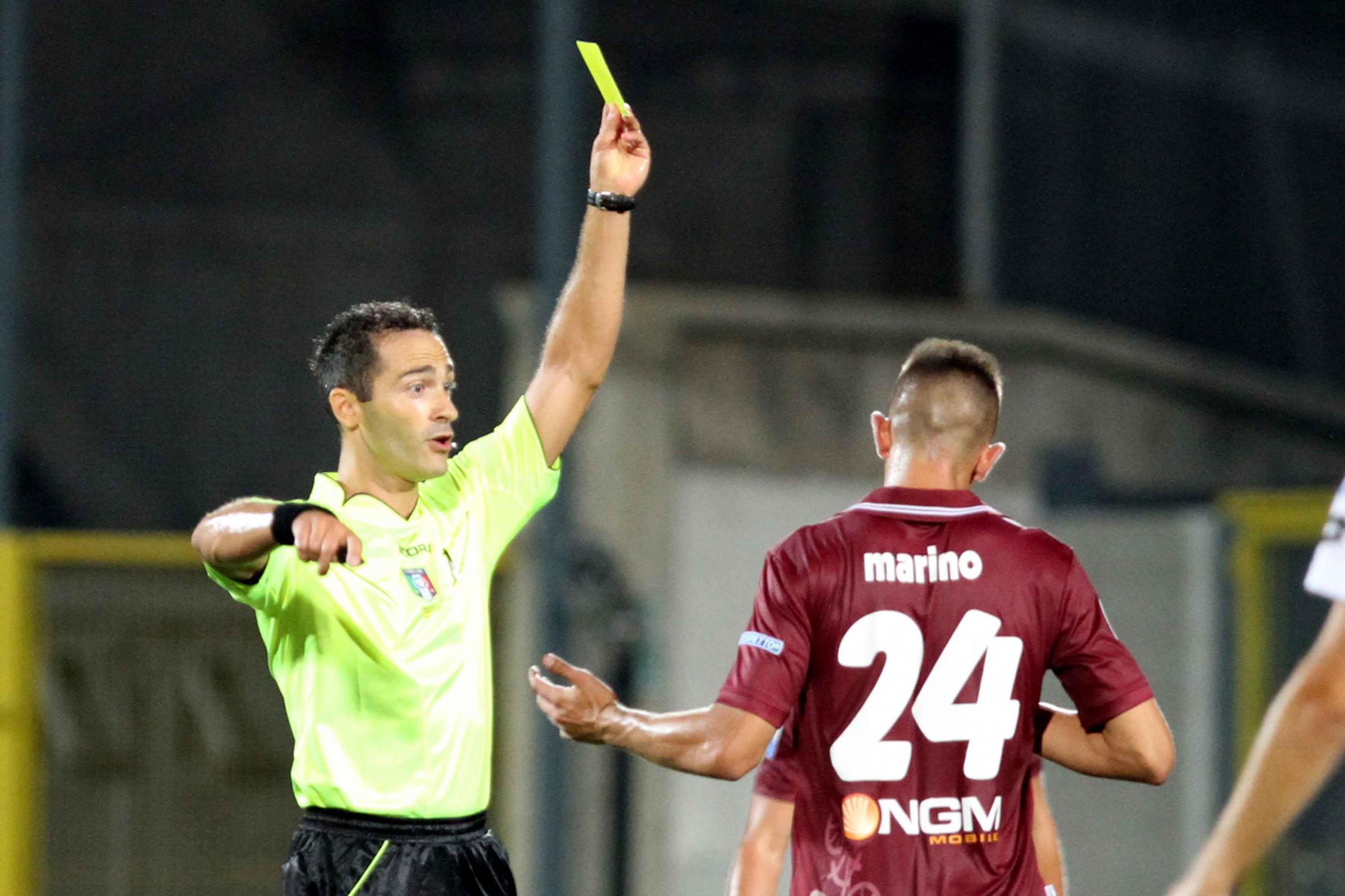 Di Paolo ammonisce Marino in Spezia - Cittadella  0 a 0 della scorsa stagione.